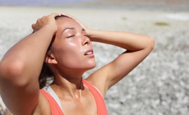 Первая помощь при солнечном ударе, симптомы и признаки