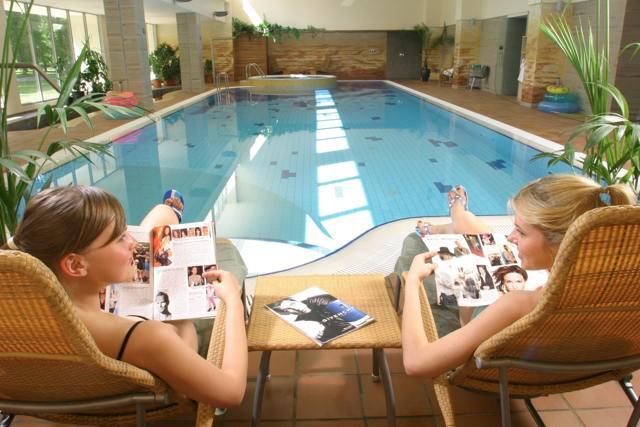 Медицинская справка в бассейн: как оформить, где купить, срок