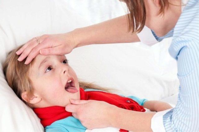 Как эффективно лечить горло трехлетнему ребенку