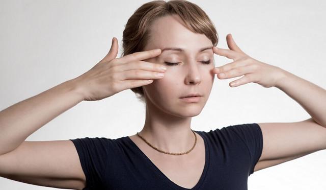 Глазной тик: причины, симптомы, способы лечения