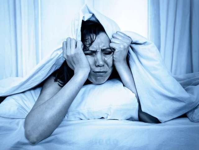 Как бороться с бессонницей в пожилом возрасте: причины, симптомы, способы лечения
